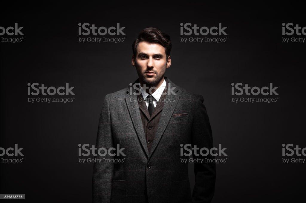 Porträt der elegante Mann im Anzug – Foto