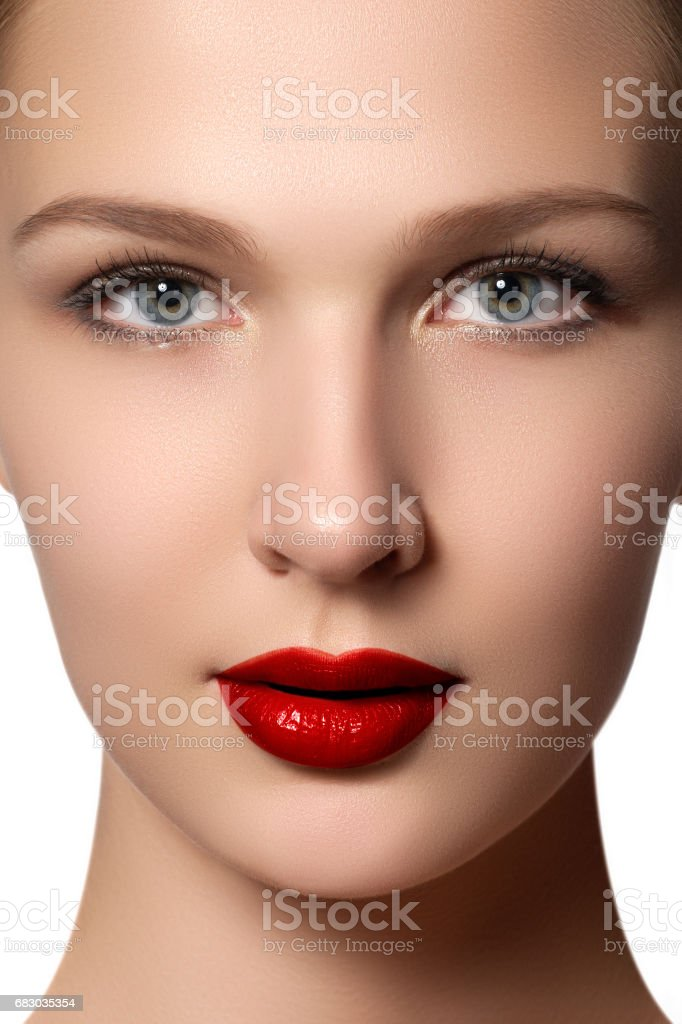 Portrait of elegant woman with red lips. Beautiful young model foto de stock royalty-free
