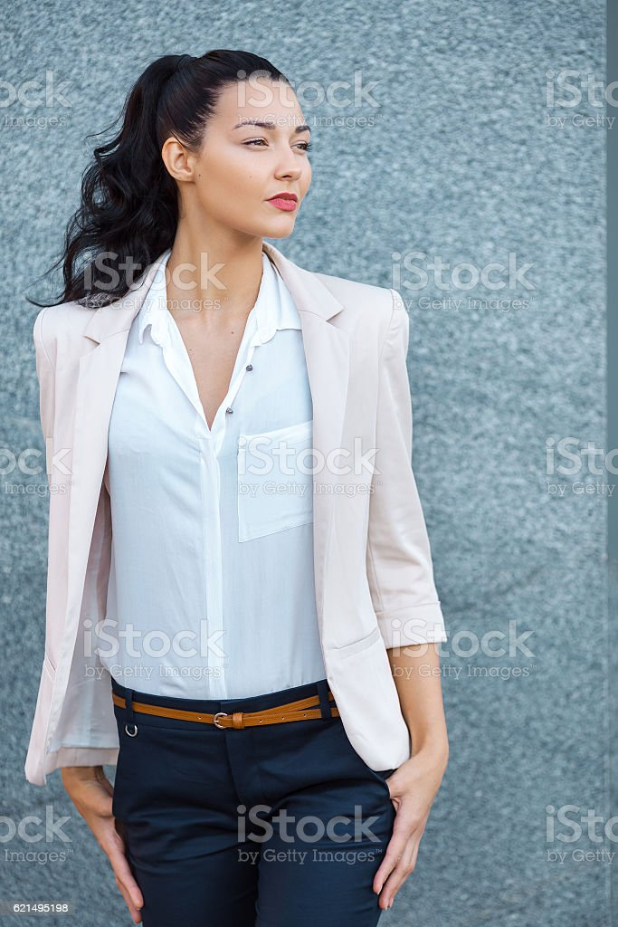 Portrait of elegantly dressed young gorgeous brunette woman. foto stock royalty-free