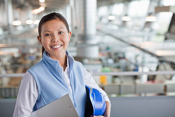 Portrait of engineer in factory  外科医 stock pictures, royalty-free photos & images