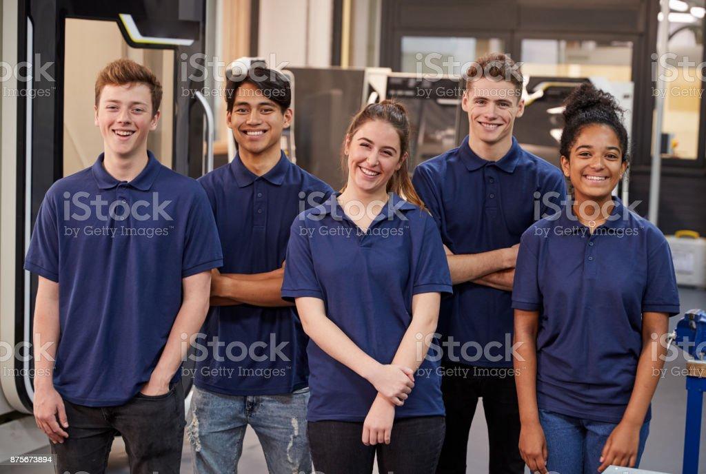 Portrait de génie apprentis en usine photo libre de droits