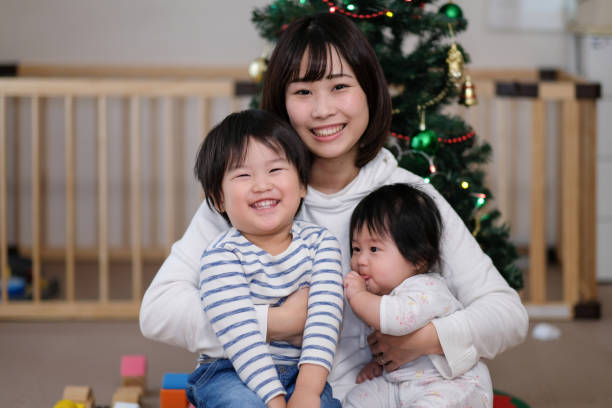 porträt der familie zu weihnachten - weihnachten japan stock-fotos und bilder