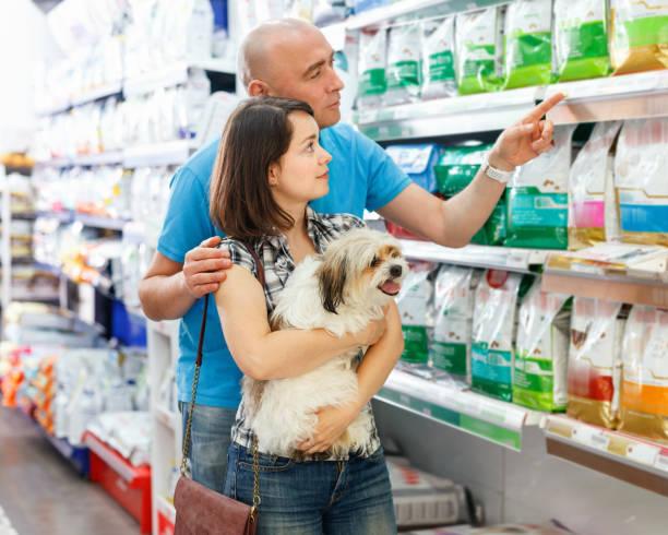 Portrait of family couple with dog choosing dry food in pet store picture id1129299328?b=1&k=6&m=1129299328&s=612x612&w=0&h=g9mmkvl7dfniy5oj9edryd1rbdneltwxdioghiyev m=