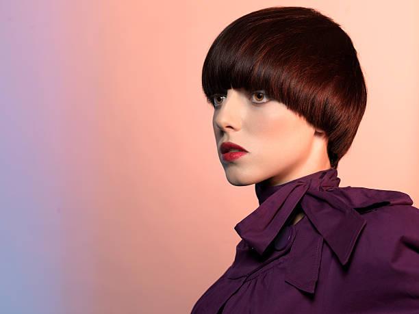 porträt von mode-modell - kurzhaarfrisuren mit pony stock-fotos und bilder