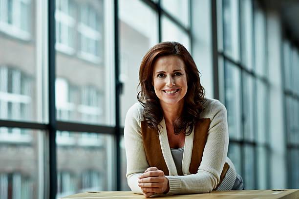 portrait of female architect - baby boomer stock-fotos und bilder