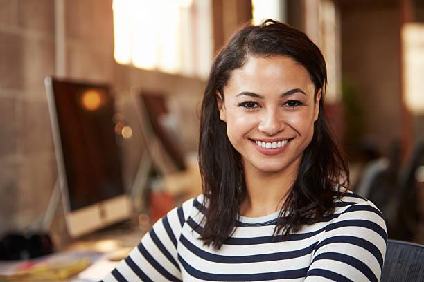 Portrait de Femme architecte travaillant au bureau en bureau moderne - Photo
