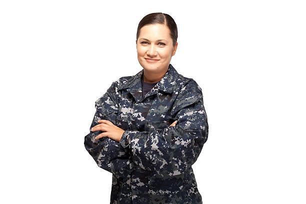 porträt eines weiblichen in marineuniform vor weißem hintergrund. - militäruniform stock-fotos und bilder
