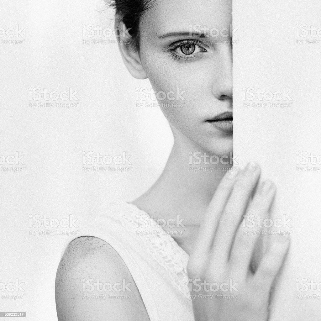 Retrato de fresca y hermosa mujer foto de stock libre de derechos