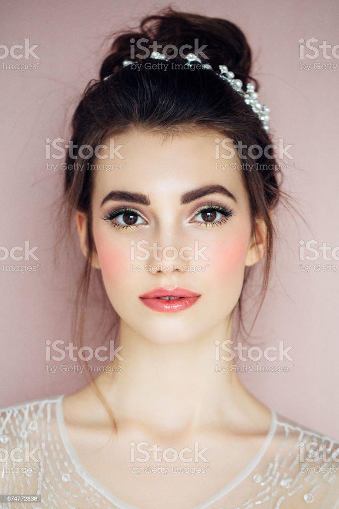 ポートレートの新鮮で魅力的な女性 ストックフォト