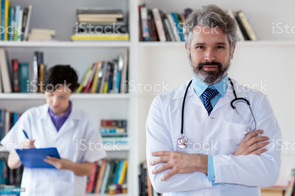 Retrato del médico alemán - foto de stock