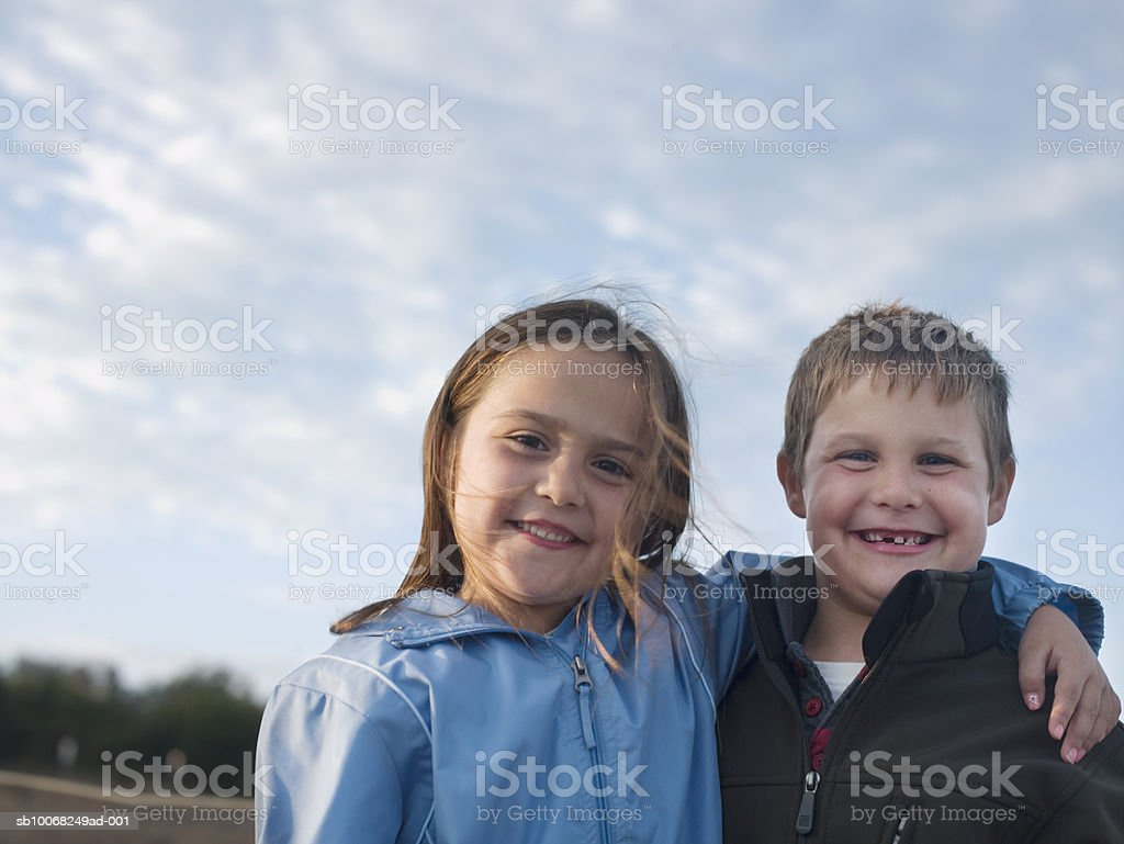 Portrait of girl and boy (6-7) hugging, outdoors 免版稅 stock photo