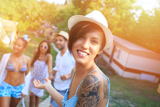 porträt von mädchen mit tatoo und mütze - tanz camp stock-fotos und bilder