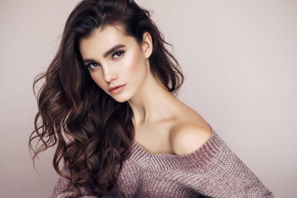 인물사진 멋진 여성 인명별 스웨터 - 갈색 머리 뉴스 사진 이미지