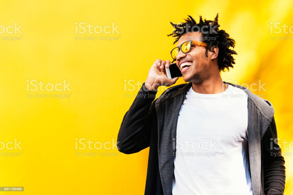 Portrait of handsome afro man using his mobile. foto stock royalty-free