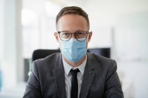 portrait of handsome businessman with medical mask - businessman covid mask foto e immagini stock