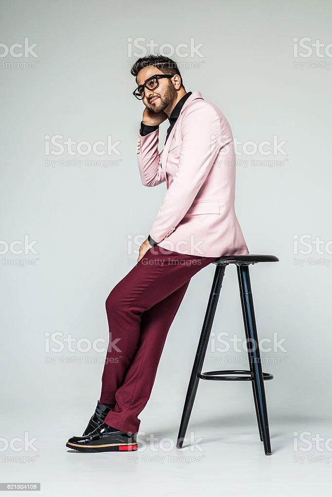 Ritratto di bell'uomo elegante in elegante abito foto stock royalty-free