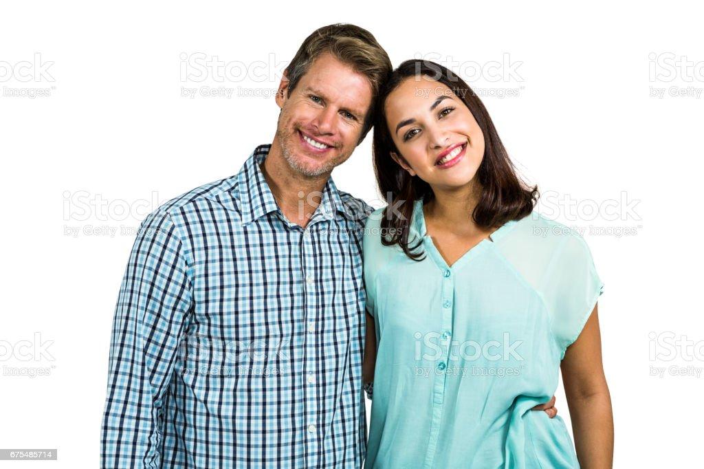 Portrait de couple heureux se tenir photo libre de droits