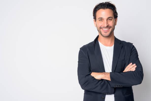 retrato de feliz e bonito empresário hispânico sorrindo com os braços cruzados - 35 39 anos - fotografias e filmes do acervo