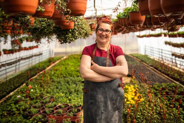 Porträt des glücklichen reifen Botanikers – Foto