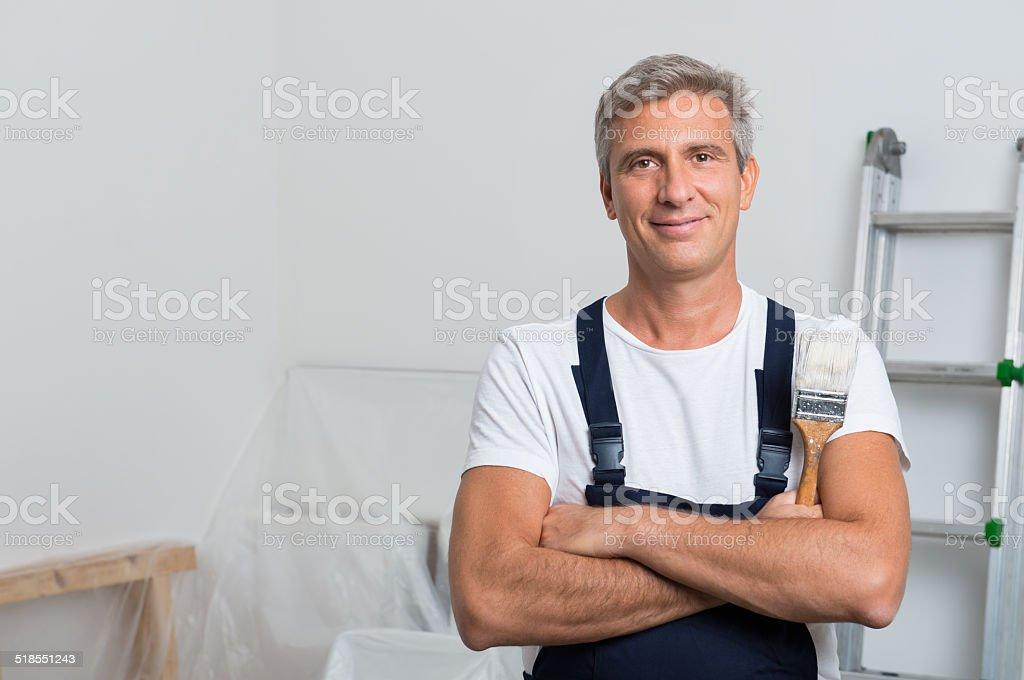 Retrato de feliz pintor - foto de stock