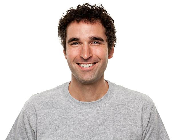 porträt eines glücklich lächelnden mann - kurze schwarze haare stock-fotos und bilder
