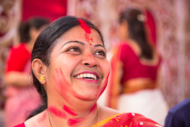 Portrait of happy woman after applying vermilion during durga puja picture id484288034?b=1&k=6&m=484288034&s=612x612&w=0&h=pxq90jl456 issubg0gd ulpluxyc03ytbm3dmkbr4a=