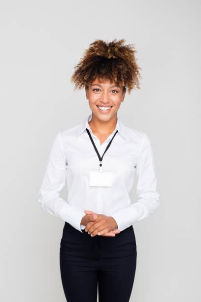 Porträt der glückliche junge Afro amerikanische Geschäftsfrau – Foto