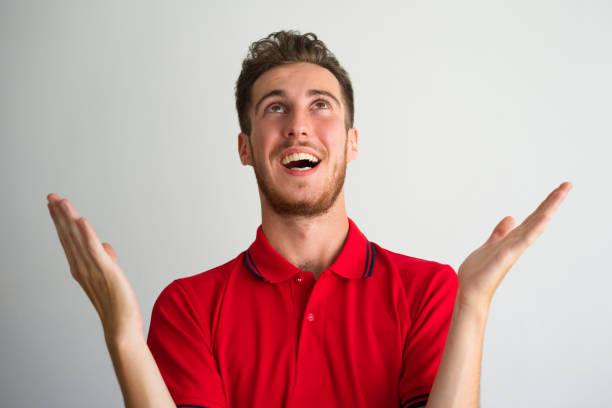 porträt von glücklicher junge mann fordern barmherzigkeit gottes - gott sei dank stock-fotos und bilder