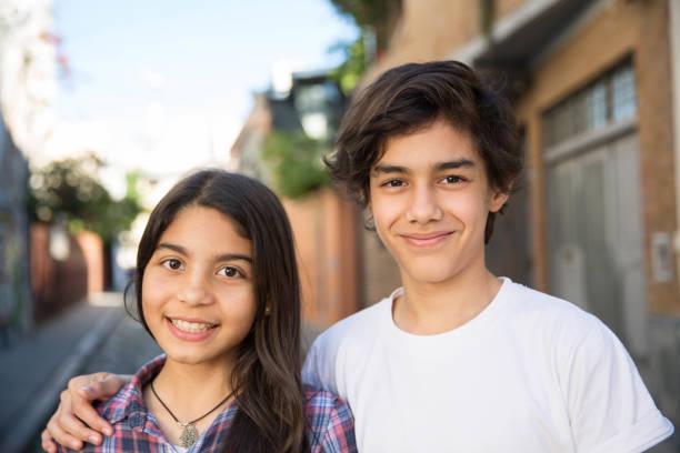 Porträt des hispanischen Jungen und Mädchens – Foto