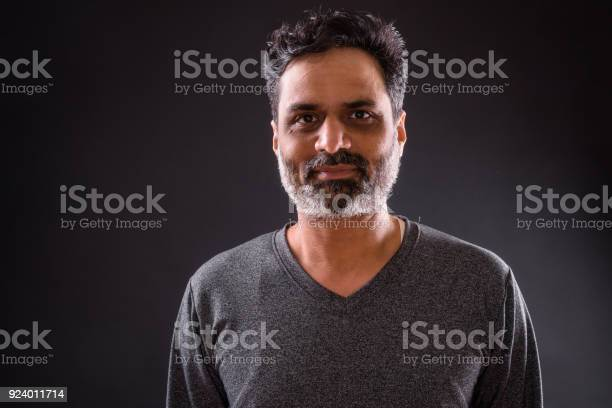 Portrait of indian man picture id924011714?b=1&k=6&m=924011714&s=612x612&h=mn8if8zs5xhqnjwmqpqbpufhkcrmx35ybab8apcjh98=