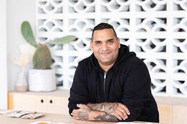 Porträtt av inhemska aboriginska australiska Artist bildbanksfoto