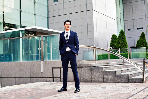 日本の実業家のポートレート、東京で - 全身 ストックフォトと画像