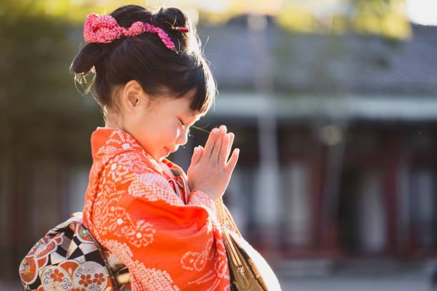 Retrato do quimono desgastando da menina japonesa - foto de acervo