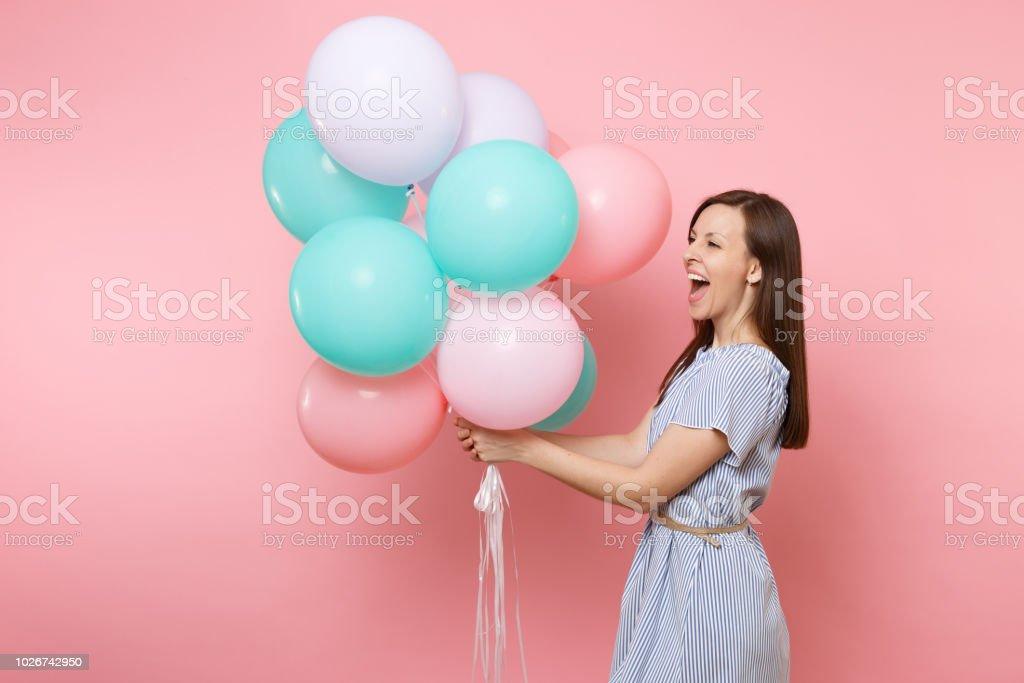 1525868b2 Retrato de mujer feliz joven riendo alegre vestido azul con coloridos globos  mirando lado aislado sobre