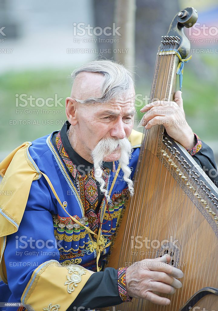 Портрет kobzar Петь в его дополнением стоковое фото