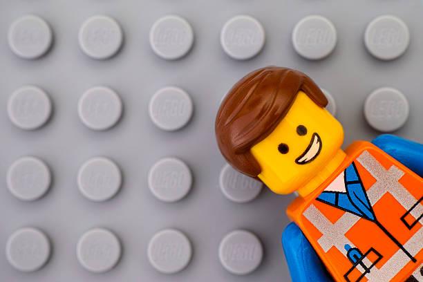 portrait of lego minifigure - lego stockfoto's en -beelden