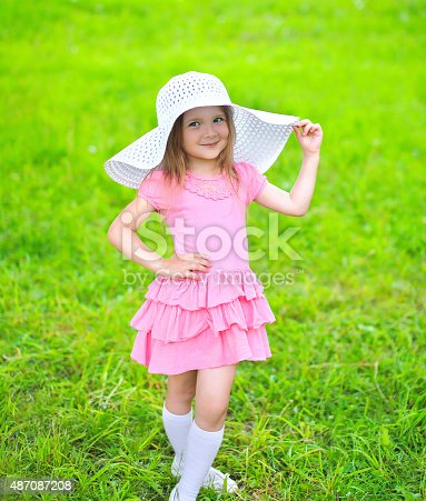 istock Portrait of little girl in dress and straw hat 487087208