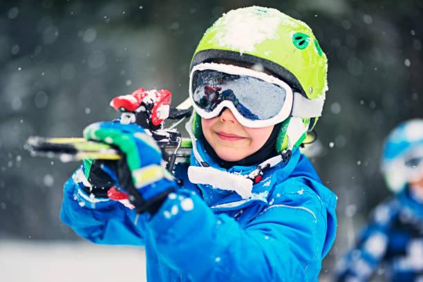 Portrait of little skier with skis picture id868150604?b=1&k=6&m=868150604&s=612x612&w=0&h=vzqxnm hxax3shtn4xx68osz52vuxupc5wwgodnr0ve=