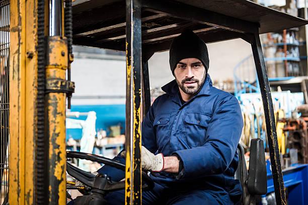 Portrait männliche Gabelstapler Lkw-Fahrer In Fabrik – Foto