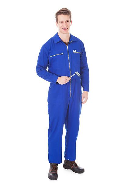 porträt von männliche mechaniker - jumpsuit blau stock-fotos und bilder