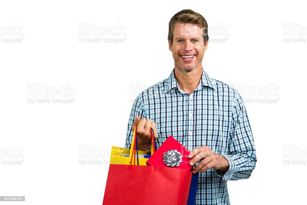 Alışveriş torbaları tutan adam portresi royalty-free stock photo
