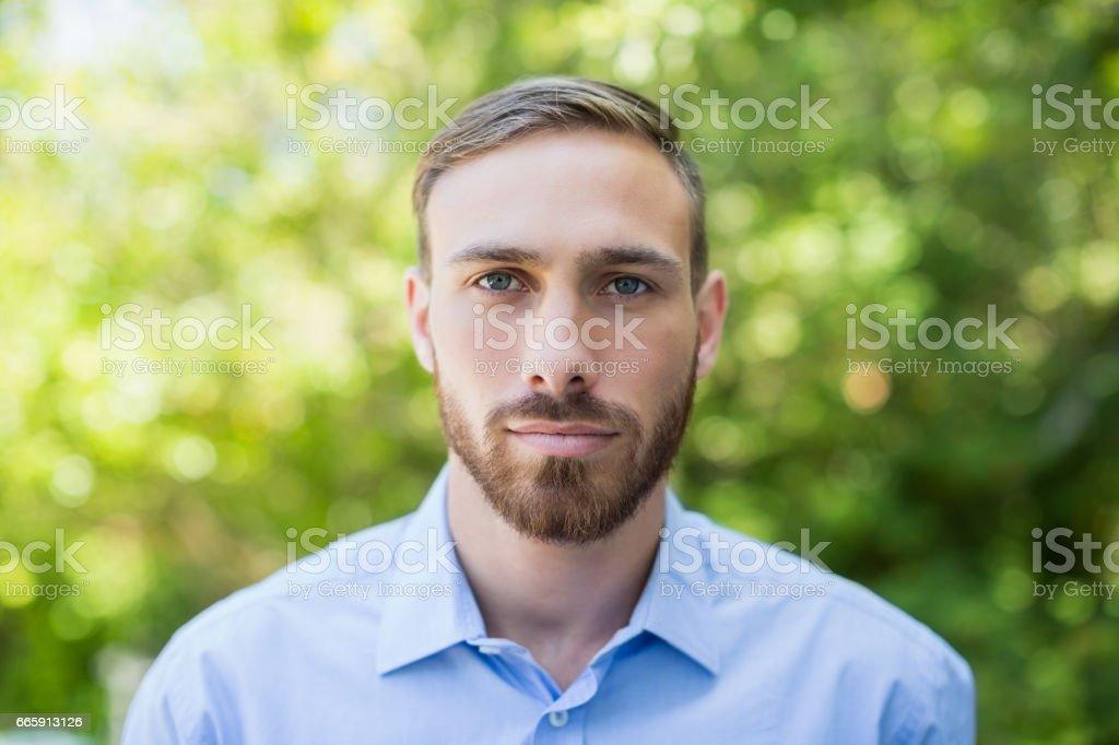 Portrait of man in park foto stock royalty-free