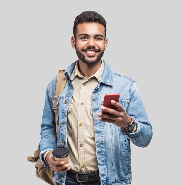 Porträt des Menschen internationale Student mit Smartphone – Foto