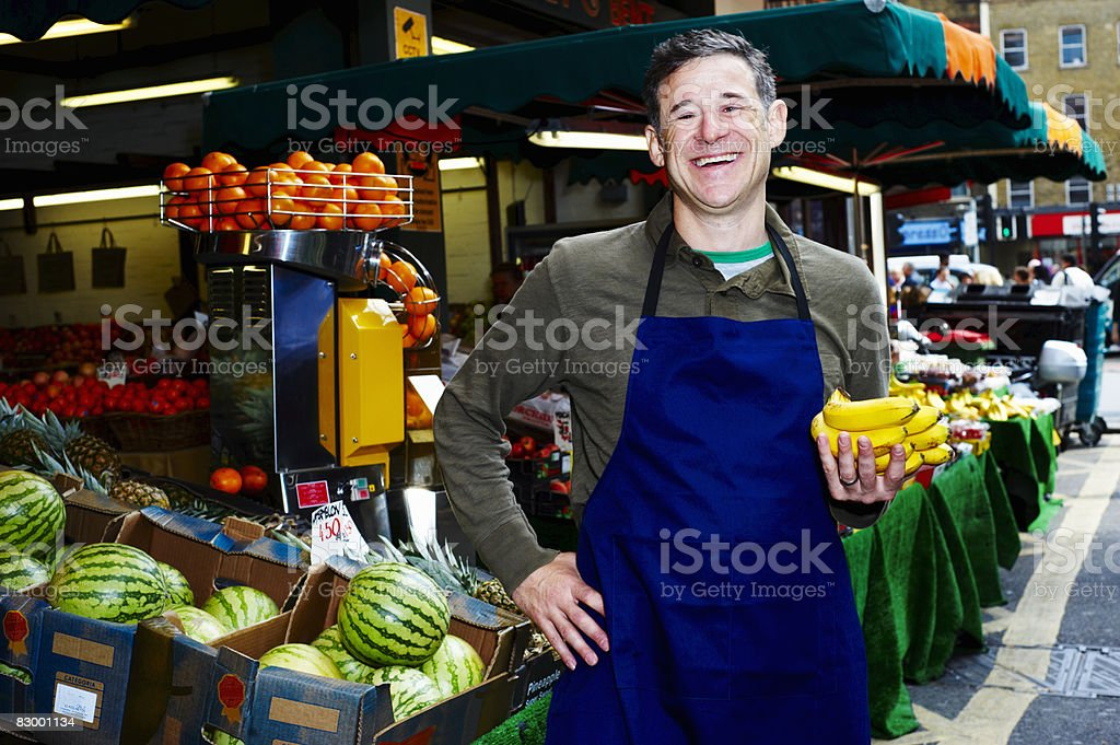 Portrait of man selling fresh food foto stock royalty-free