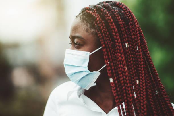 portrait of masked african woman - covid hair imagens e fotografias de stock
