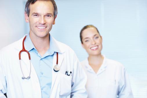 Porträt Von Reife Doktor Mit Stethoskop Stockfoto und mehr Bilder von Arzt