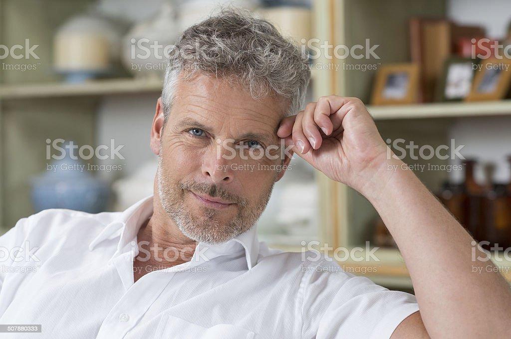 Retrato de hombre maduro - foto de stock