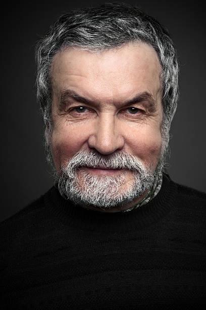 Porträt eines lächelnden Reifen Mannes – Foto