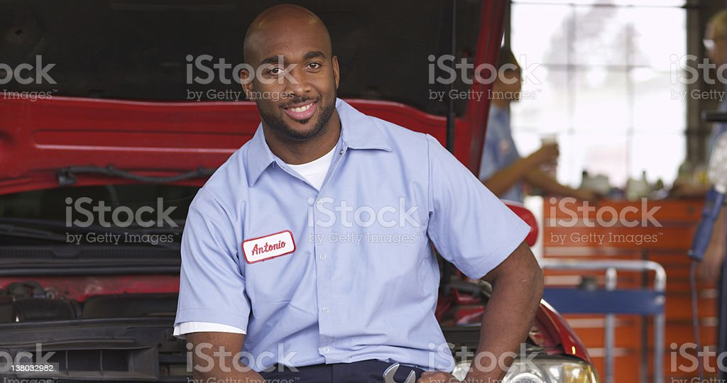 Portrait of mechanic in auto repair shop​​​ foto