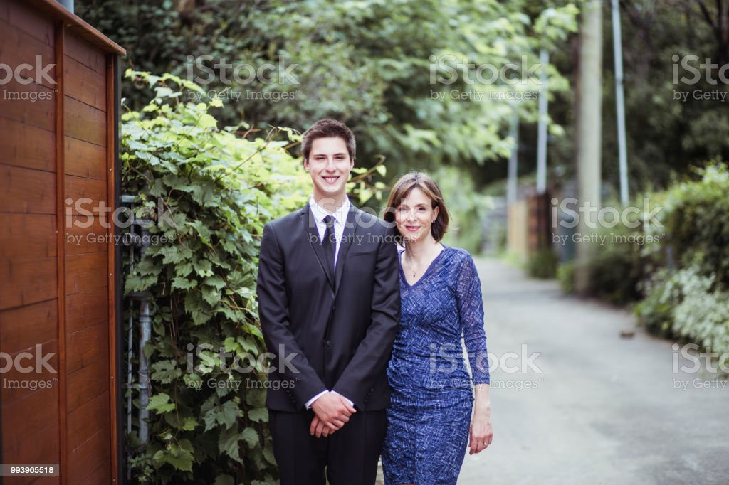 Porträt von Mutter und Sohn für Prom night – Foto